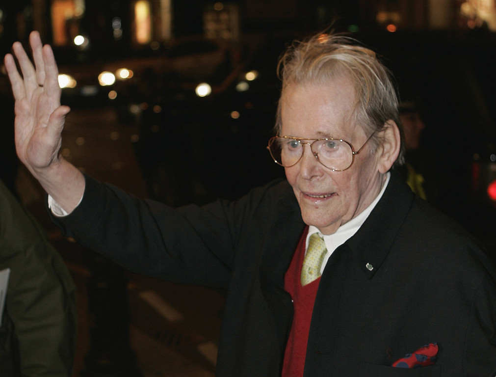. Actor Peter O\'Toole arrives for the British premiere of his latest film \'Venus\' at a central London cinema on Monday, Jan. 22, 2007. Peter O\'Toole, the charismatic actor who achieved instant stardom as Lawrence of Arabia and was nominated eight times for an Academy Award, has died, it was announced on Sunday, Dec. 15, 2013. He was 81.  (AP Photo/Lefteris Pitarakis, File)