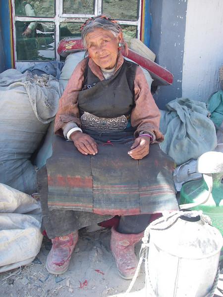 Woman from Tashi Zong (4.185m = 13,730ft)