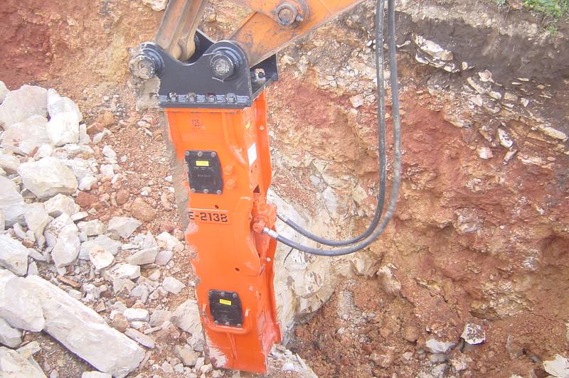 NPK E213 hydraulic hammer.jpg