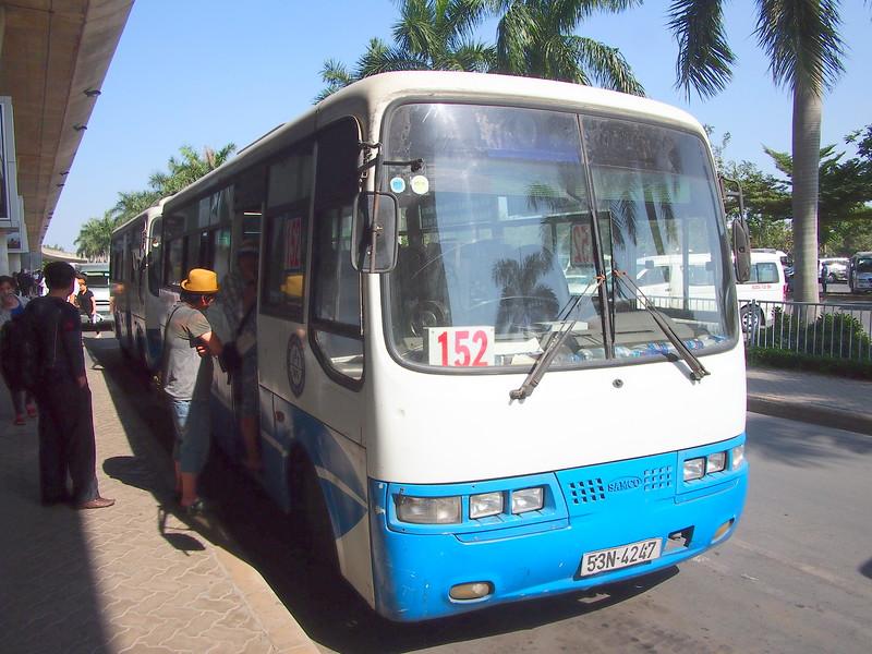 P2017426-bus-152.JPG