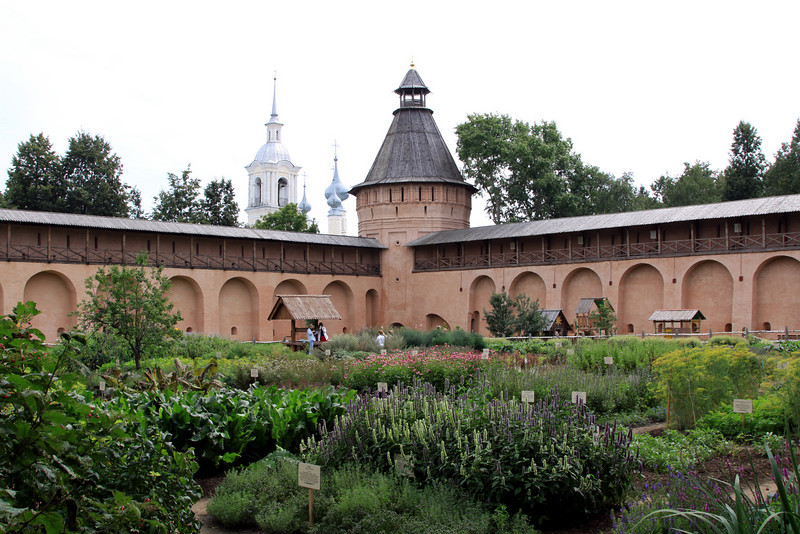 Suzdal - Saviour Monastery of St Euthymius, gardens.