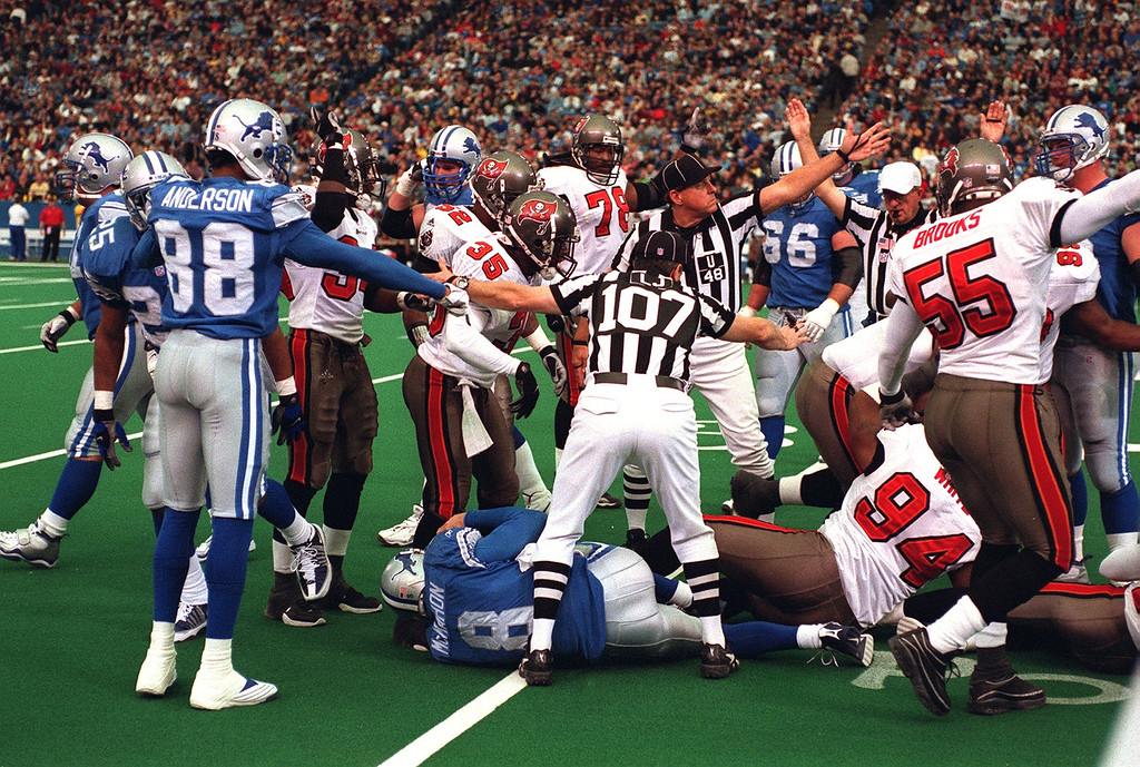 . Lions quarterback Mike McMahon loses a fumble to the Bucs on Detroit\'s 30 yard line in the 2 nd quart. The Tampa Bay Buccaneers beat the Detroit Lions 20-17 at the Pontiac Silverdome.