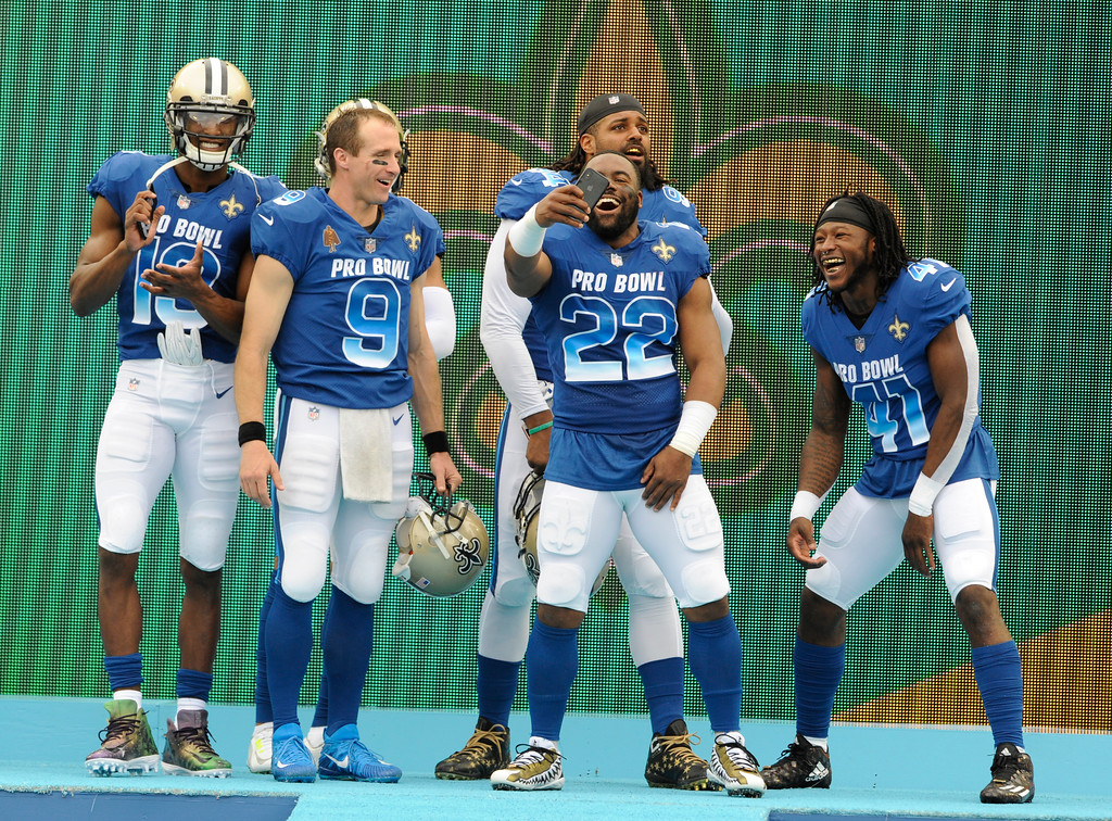. NFC players take photos before the first half of the NFL Pro Bowl football game against the AFC, Sunday, Jan. 28, 2018, in Orlando, Fla. (AP Photo/Steve Nesius)