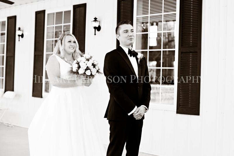 Hillary_Ferguson_Photography_Melinda+Derek_Getting_Ready365.jpg