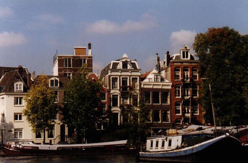 00.AmsterdamHouses.jpg
