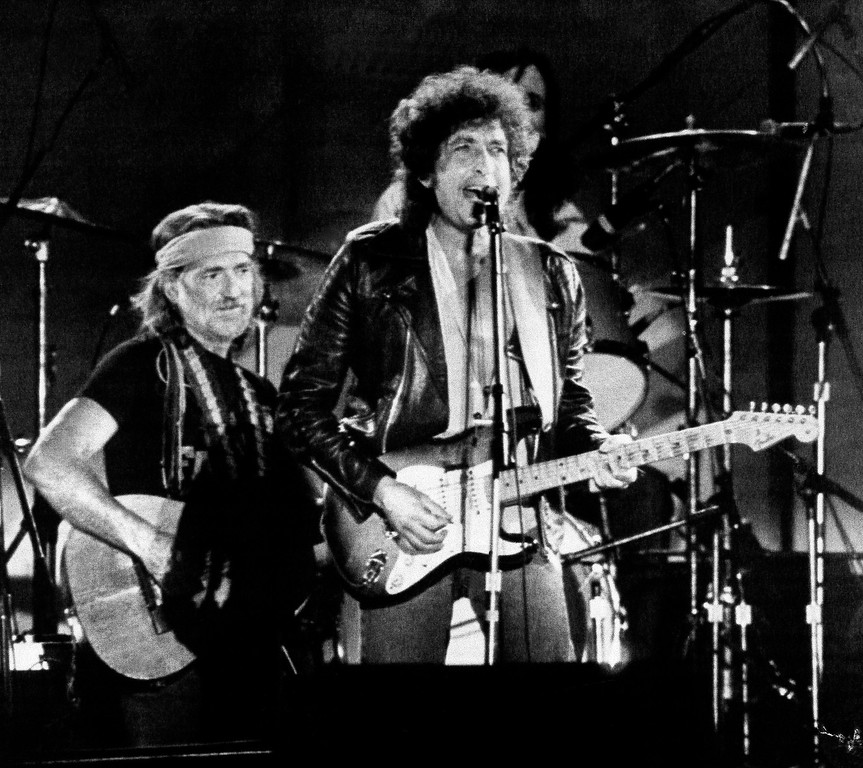 . CHAMPAIGN, IL, September 23, 1985 -- Country Singer Willie Nelson joined folk and rock singer Bob Dylan, right, on stage before more than 78,000 people attending the Farm Aid benefit concert Sunday, September 23, 1985 at the University of Illinois football stadium.  Nelson was the driving force behind the 14-hour concert, which included more the 50 stars of country, rock, blues and bluegrass.  (AP Photo)