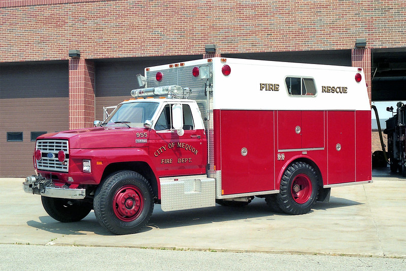 MEQUON  SQUAD 955   FORD F700 - MARION.jpg