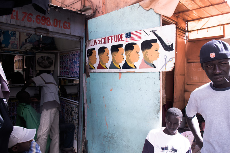 2009-22 Senegal - Selection of finest haircuts at the marché de Dakar.