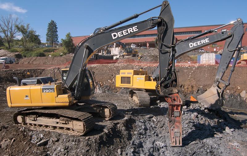 NPK GH15 hydraulic hammer on Deere 290GCL excavator (28).jpg