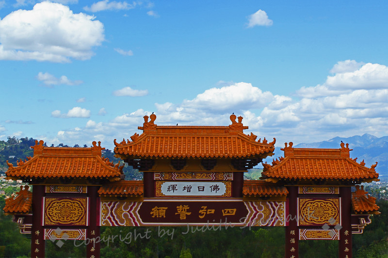Hsi Lai Temple Gate