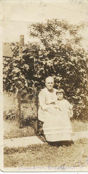 Eileen Clark & Effie Jane Robertson 1924.jpg