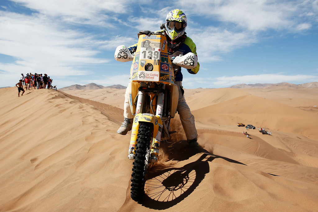 . COPIAPO, CHILE - JANUARY 07:  #139 Henno van Bergeijk of the Netherlands for HUSABERG competes during day 4 of the Dakar Rallly on January 7, 2015 between Chilecito in Argentina to Copiapo, Chile.  (Photo by Dean Mouhtaropoulos/Getty Images)