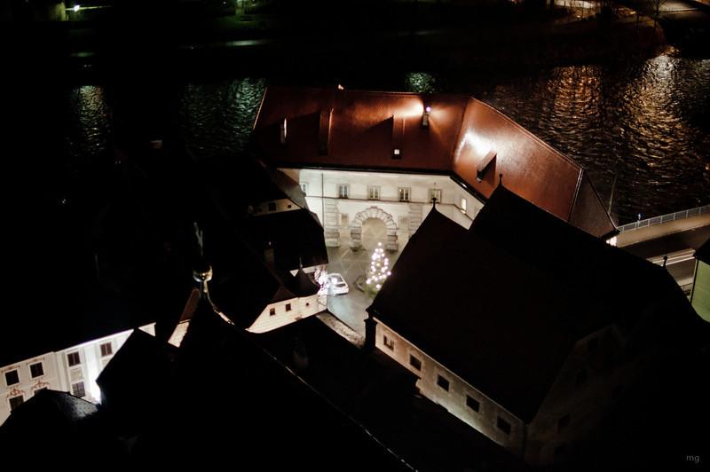 Blick auf das Neutor (der hier sichtbare Bogen war früher die Einfahrt zur alten Ennsbrücke, welche beim Schiffmeisterhaus wieder endete)