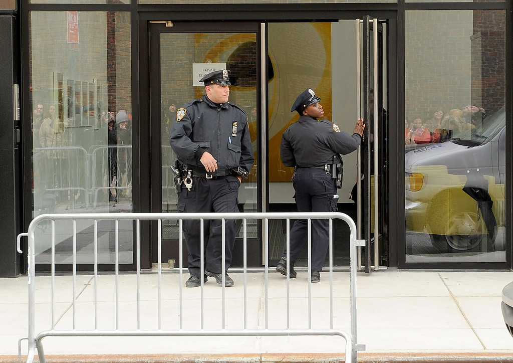 . Police Officers at The scene outside the Chelsea apartment building on March 17, 2014 in New York City, where fashion designer L\'Wren Scott, 47, was found dead from an apparent suicide.  (Photo by Jamie McCarthy/Getty Images)