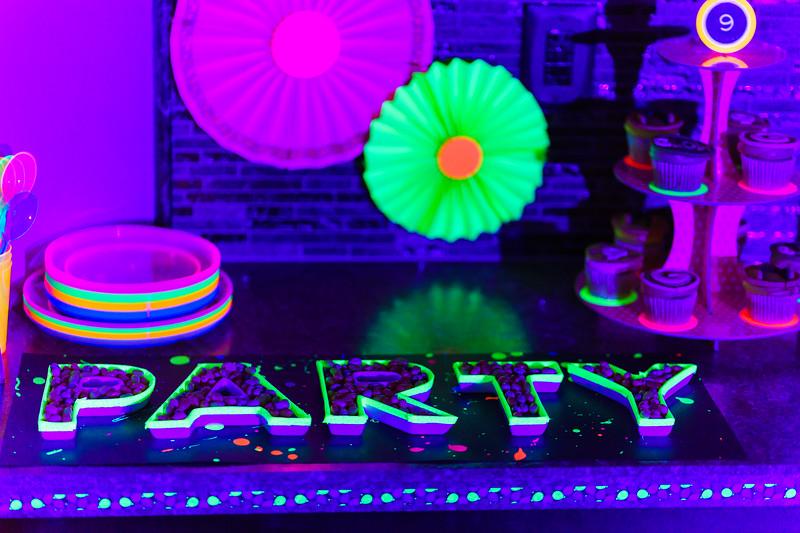 BlackLightParty-DSC03656.jpg