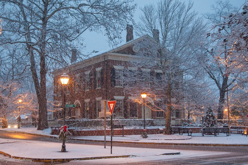 Snow on the square-4893.jpg