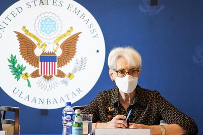 АНУ-ын Төрийн нарийн бичгийн даргын орлогч хатагтай Уэнди Шерман сэтгүүлчидтэй уулзлаа
