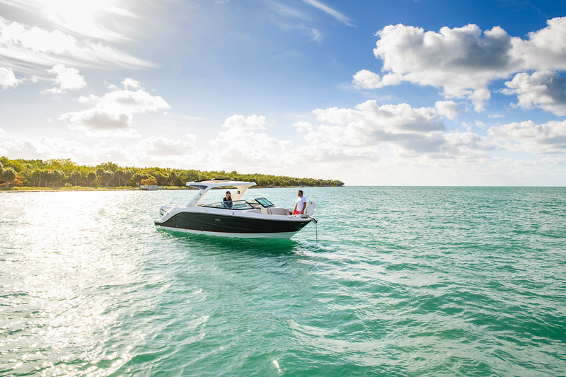 2020-SLX-R-310-outboard-lifestyle-15.jpg