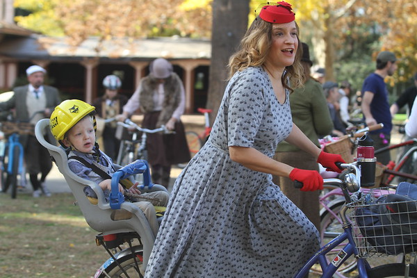 Photos | Hundreds of cyclists show off vintage clothing in Chico Tweed Ride