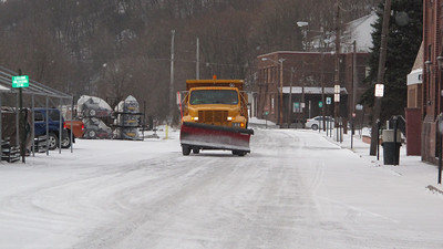 Borough Plow Truck, Snow, Flurries, Tamaqua (3-26-2014)