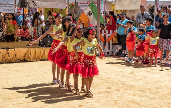 2016-08-14 India  Festival - Dancing