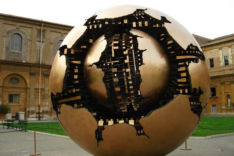 Globe at the vatican Museum 3.jpg