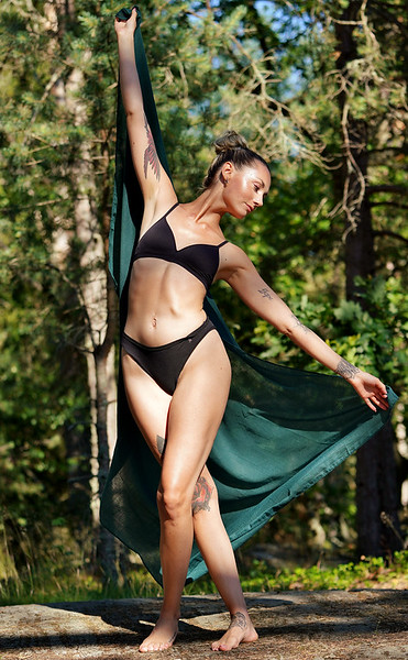 Amanda - Colourful Dancer