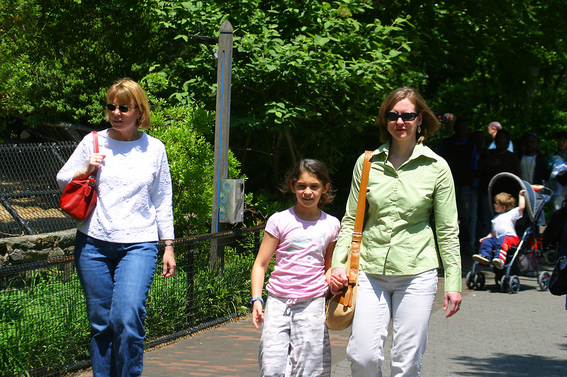 Christine, Anisa and Linda sauntering along.  It was a popular day at the zoo because of the weather