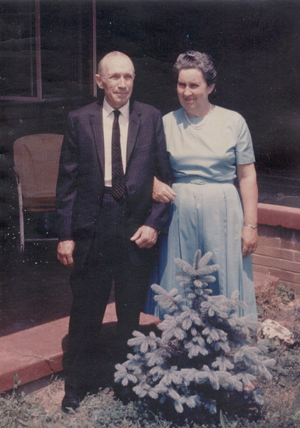 20031112_Dad_and_Mom_1960_at415_Quince_Street.jpg
