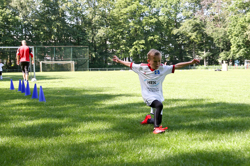hsv_fussballschule-160_48047991583_o.jpg