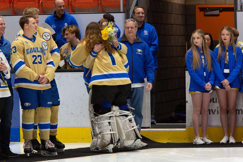 20200111-SMCHShockeySeniors59599.jpg