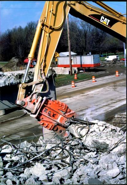 NPK M28G concrete pulverizer on Cat excavator-commercial demolition (Rt. 10) 04-08-98 (14).JPG
