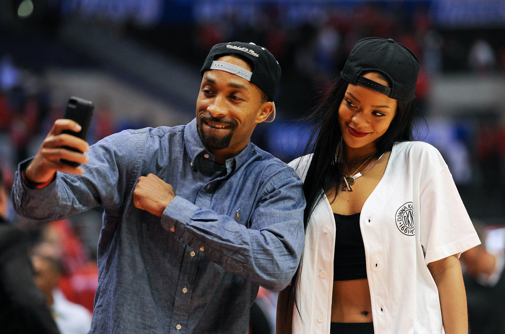 . A fan takes a picture with singer Rihanna following the Clippers-Thunder game. (Photo by Michael Owen Baker/Los Angeles Daily News)