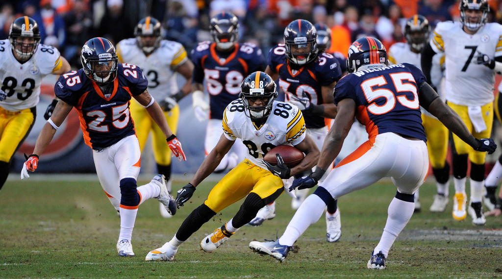 . Pittsburgh Steelers wide receiver Emmanuel Sanders (88) runs during the second quarter. Denver Broncos vs Pittsburgh Steelers AFC Playoff game.  Sunday January 08, 2012 at Sports Authority Field at Mile High.  Joe Amon, The Denver Post