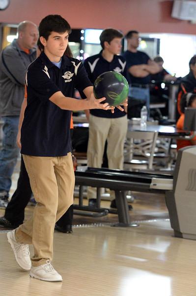boys_bowling_9791.jpg