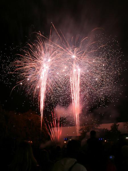 2007_1102putneyfireworks115_edited-1.JPG