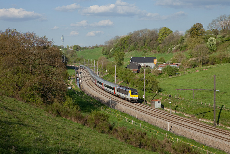 1349 with Oostende-bound IC-A descends into the valley of the river Vesdre near Heggen.