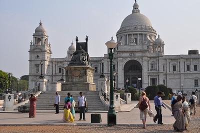 42 Victoria monument