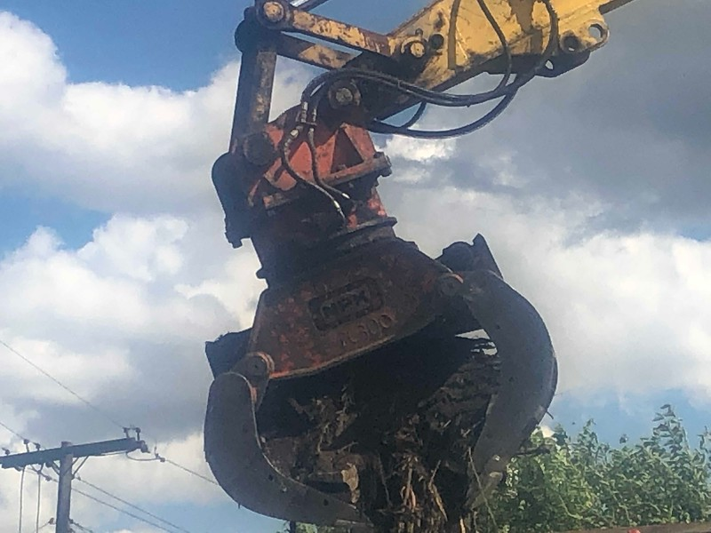 NPK DG40 demo grab on Komatsu PC360 - Homrich Demolition (AIS) - Detroit, MI - loading demolition debris 8-2019 (1 (6).jpg