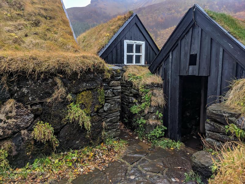 Skogar Thatched Roof House 142942 LM.jpg