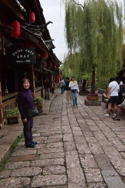 20080927_1819 XinHua street bars.
