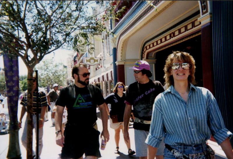 Finche_P_0983_1995Aug_PhilJimEllenMainStreet.jpg