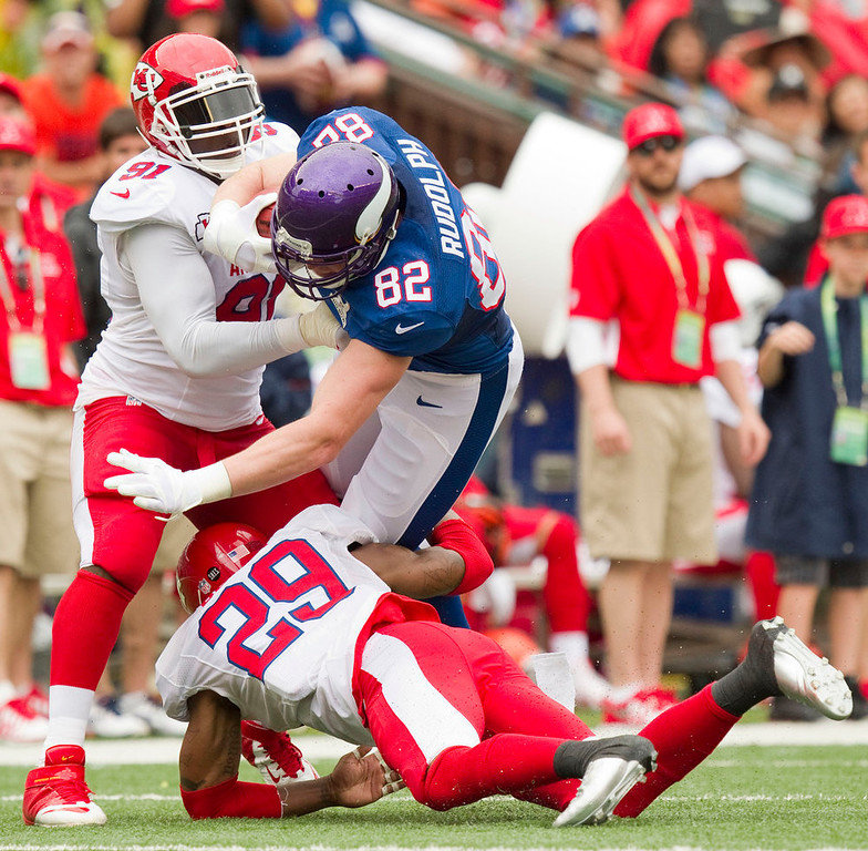 . Kansas City Chiefs outside linebacker Tamba Hali (91) of the AFC and his teammate strong safety Eric Berry (29) tackle Minnesota Vikings tight end Kyle Rudolph (82) of the NFC in the second quarter of the NFL Pro Bowl football game in Honolulu, Sunday, Jan. 27, 2013. (AP Photo/Eugene Tanner)