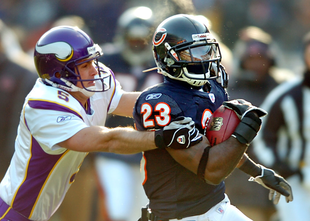 . Chicago\'s Devin Hester, right, runs past kicker Chris Kluwe for 45 yards on a kick return to score a touchdown in the second period at Soldier Field in Chicago, Illinois, on Sunday, December 3rd, 2006. Chicago won 23-13.  photo: Ben Garvin