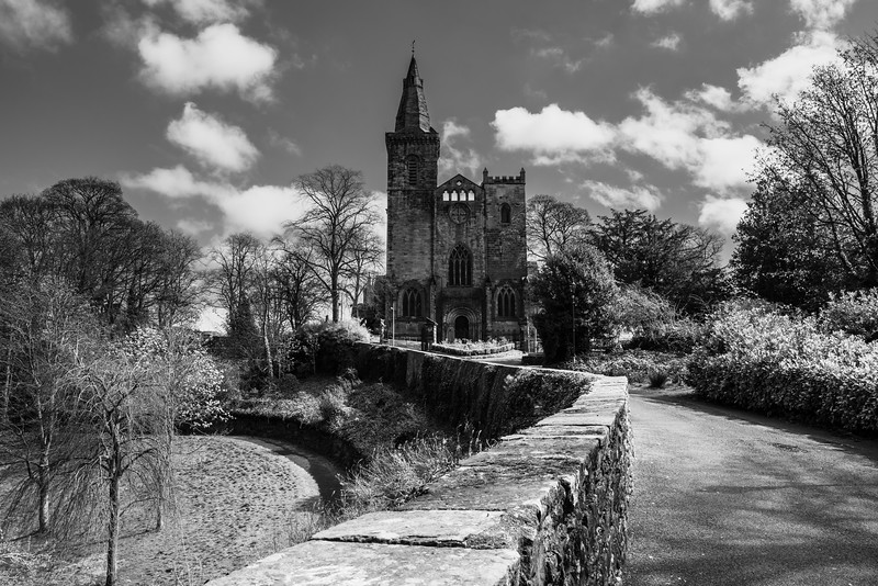 dunfermline abbey black and white.jpg