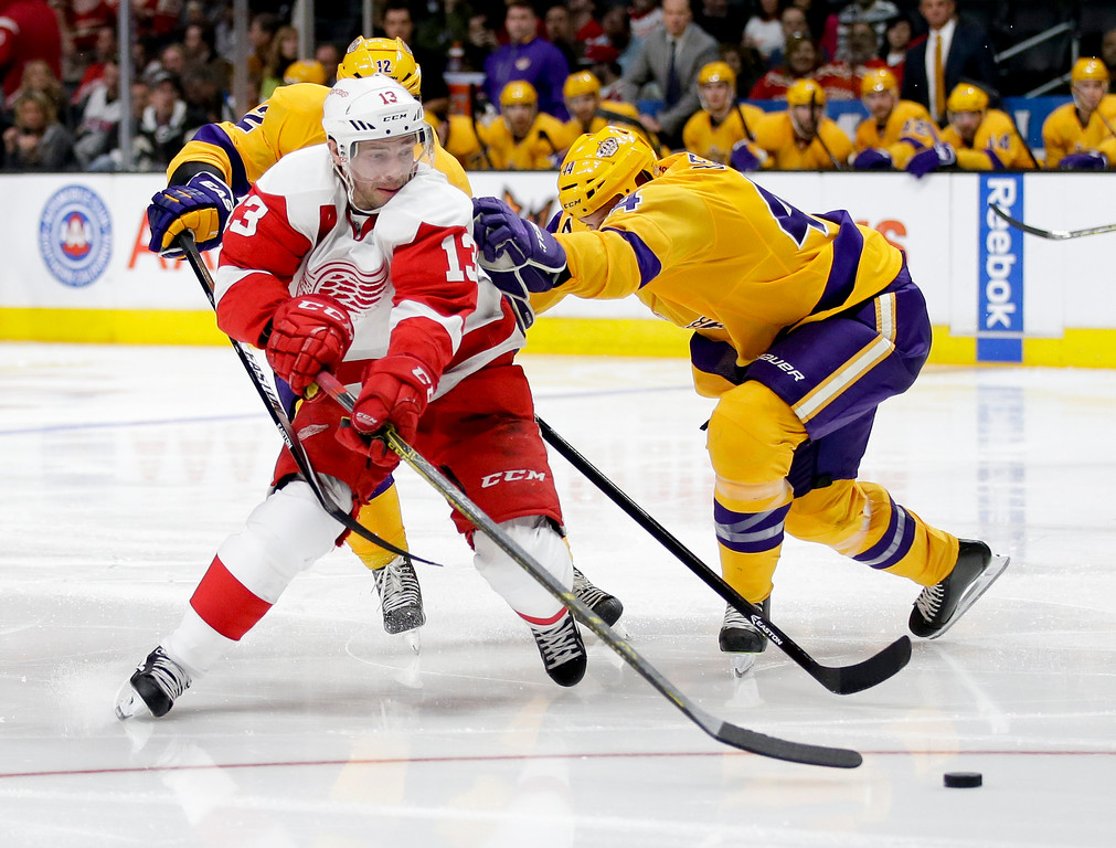 . Detroit Red Wings center Pavel Datsyuk, left, shoots past Los Angeles Kings defenseman Robyn Regehr during the third period of an NHL hockey game in Los Angeles, Tuesday, Feb. 24, 2015. The Kings won 1-0. (AP Photo/Chris Carlson)