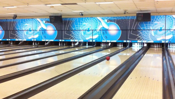 Video: Bowling with Ate and Jeff