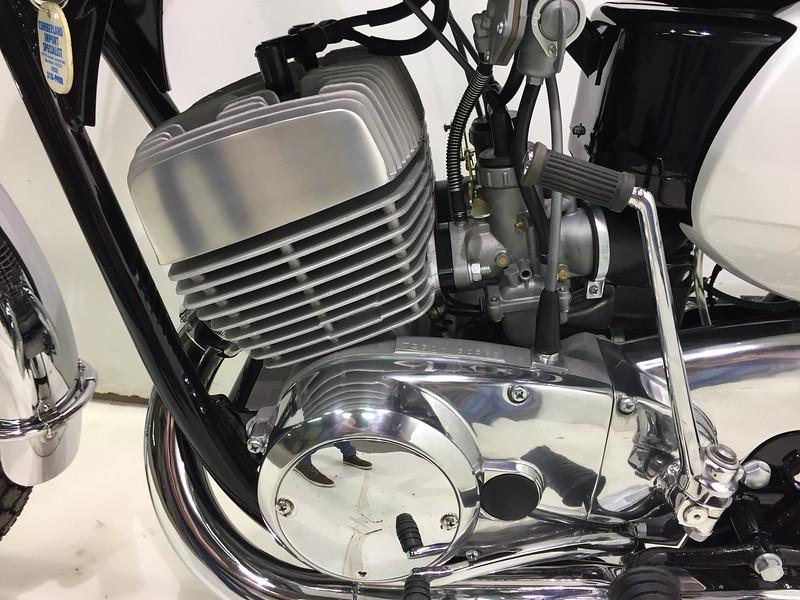 Suzuki 1969 T350 (20).JPG