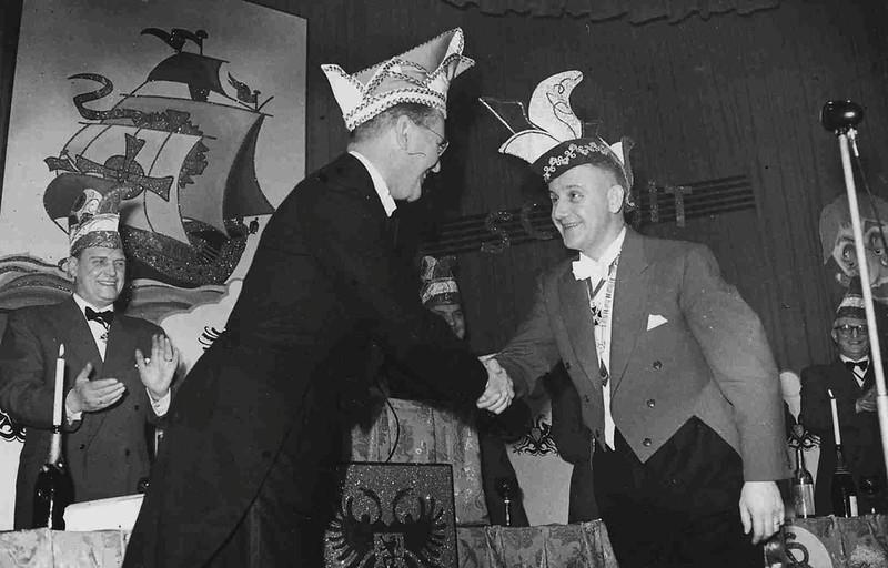 Burgemeester Hustinx, links en Nico Grijpink