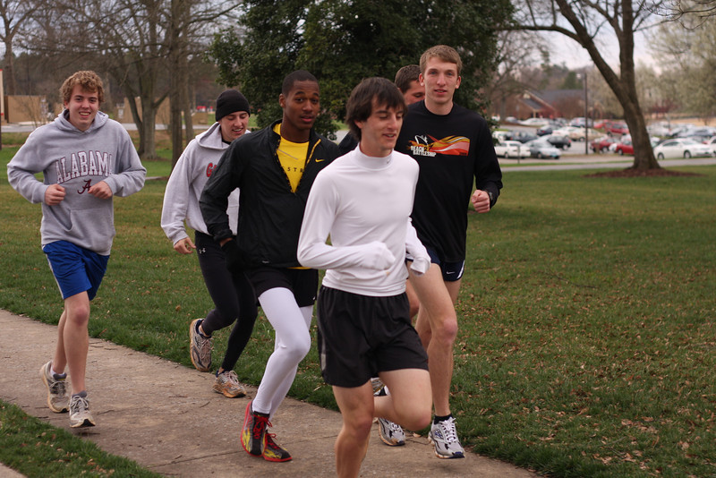 Gardner Webb mens track and field practicing.